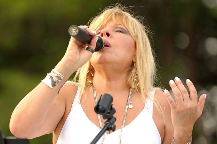 Dulce Santana - Vocals