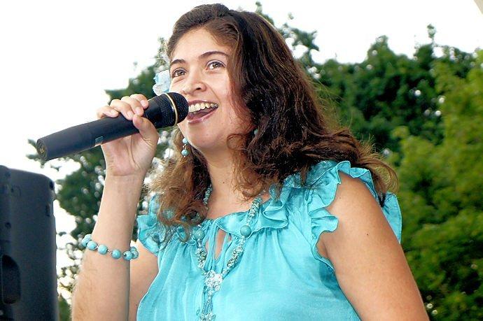 Karina Hernandez - Vocals / Violin